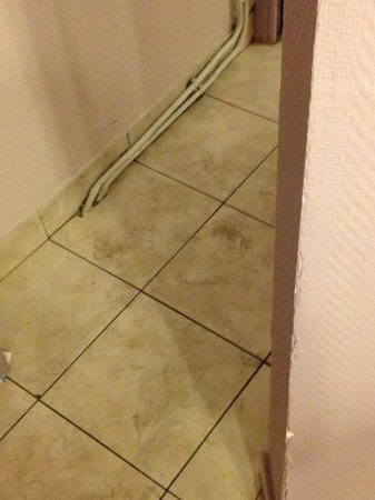 Hotel Richard: dirty floors