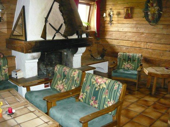 Aurach Hotel: saletta con caminetto e wifi