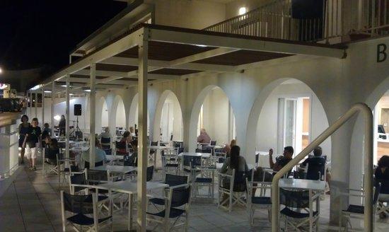 Hotel Playa Azul: blue bar
