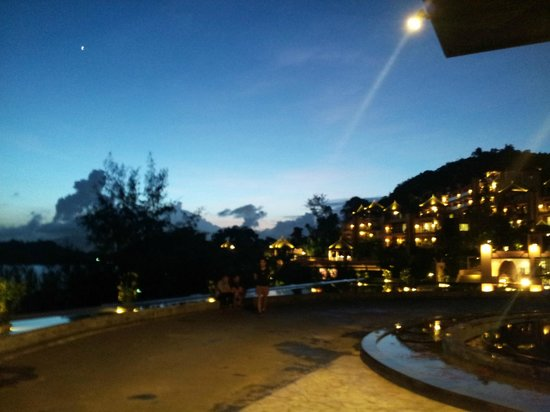 The Westin Siray Bay Resort & Spa Phuket: The sunset view from outside the lobby