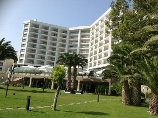 Boyalik Beach Hotel & Spa Cesme: bahceden otelin gorunumu