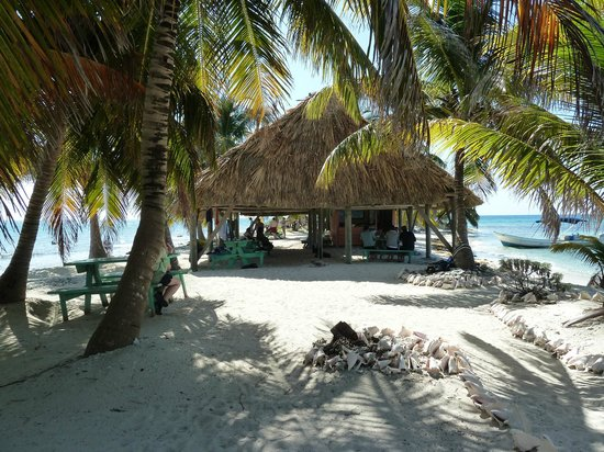 Laughing Bird Caye National Park: A place to eat