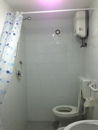 La Dimora di Pirro: doccia/wc