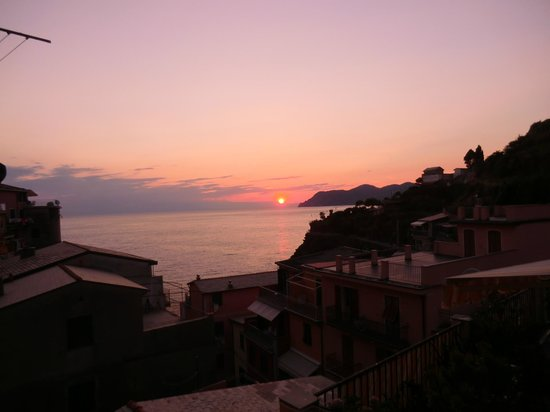 Il Patio : Vue depuis la fenêtre au coucher de soleil