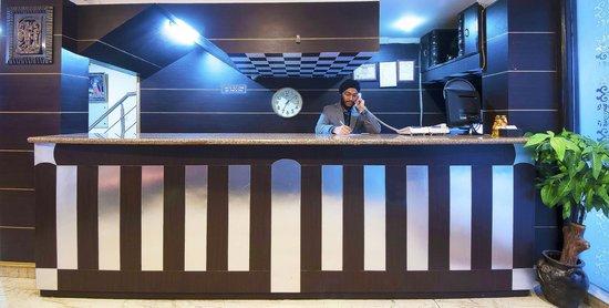 Hotel Amrit Villa: Reception