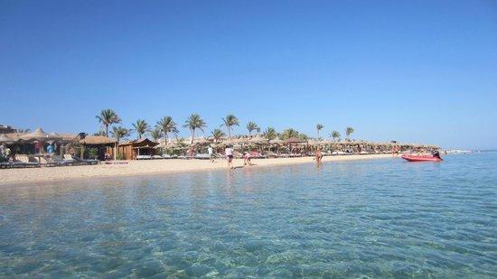 Pyramisa Sahl Hasheesh Resort: Beach of the hotel