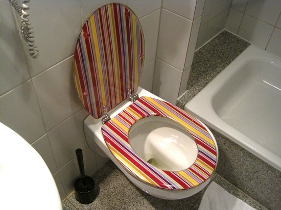 City Hotel Dortmund: Toilet in bathroom