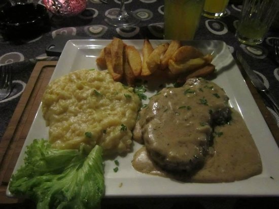 Swallows: Steak covers with a divine garlic sauce