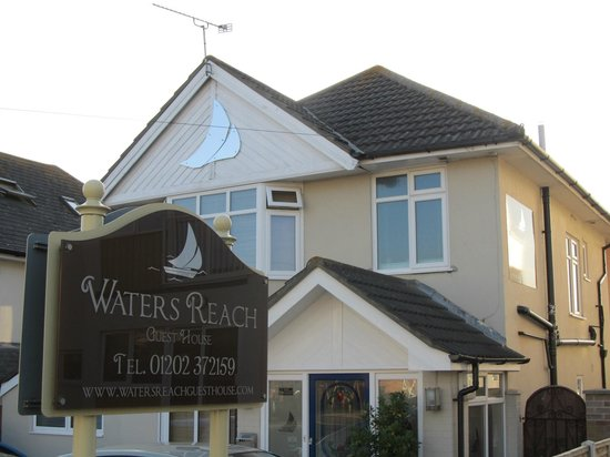 Waters Reach Guest House: Front View of the Waters Reach