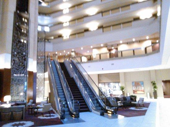 Hyatt Regency Louisville: Hall do Hotel
