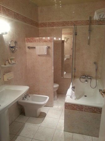 Best Western Champlain France Angleterre : Salle de bains