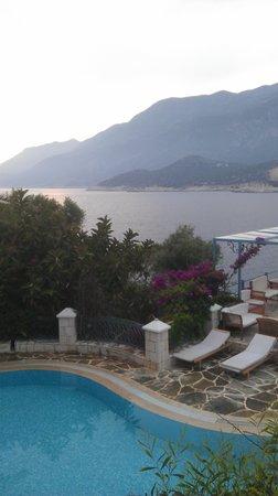 Korsan Ada Hotel: Restaurant tan manzara...