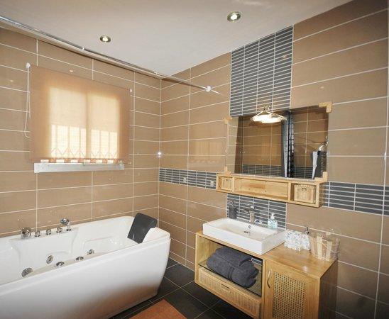 Villa Ayaba : La salle de bains de la chambre N°2