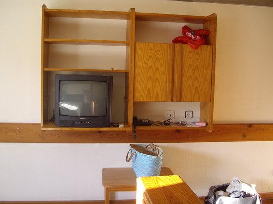 Sotto Mayor: Mueble de la television, de pino miel de los años 80. La television se veia mal.