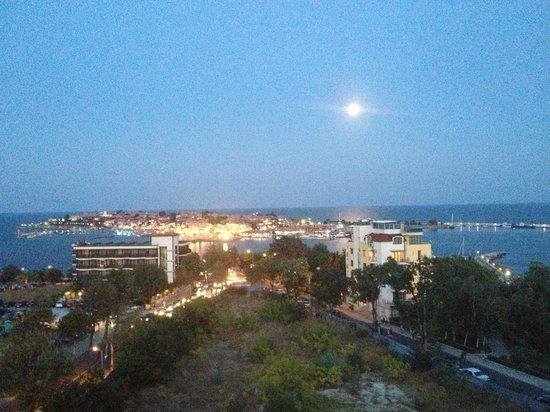 Sol Marina Palace : Sky Bar Old Town view at dusk