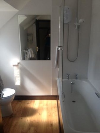 The Old Barn : clean and decent sized bathroom