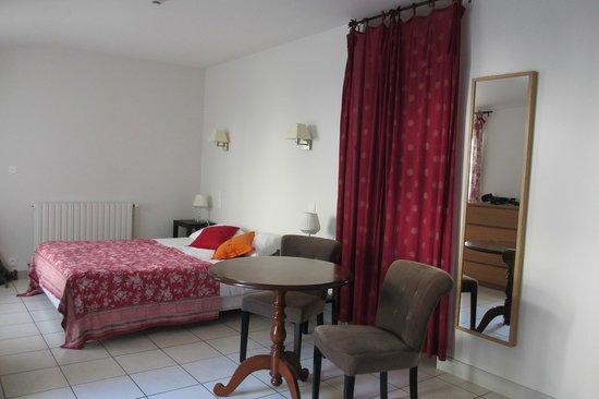 Hotel de Biencourt: Triple room