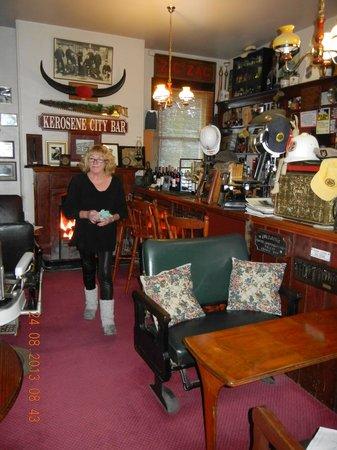 Comet Inn : The Bar with mine hoste