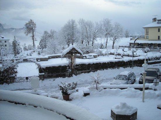 Hotel Bemelmans-Post : Panorama dall'Hotel Bemelmans dopo una nevicata notturna