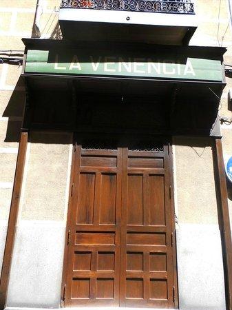 La Venencia: front / close at 4pm
