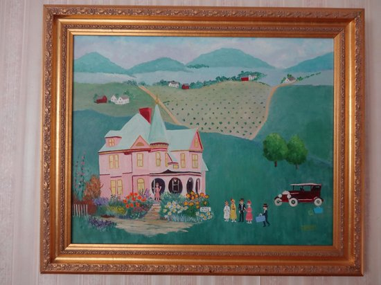 Betsy's Bed and Breakfast: Painting of the house in our room