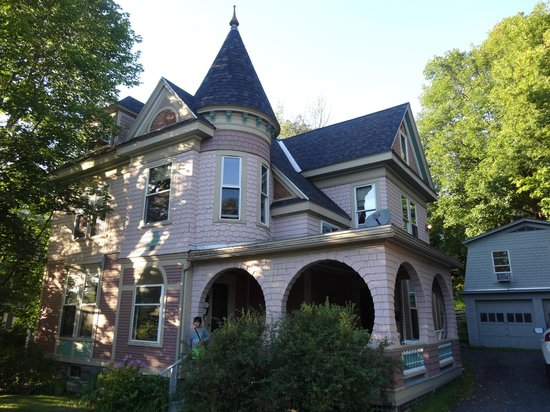 Betsy's Bed and Breakfast: Exterior