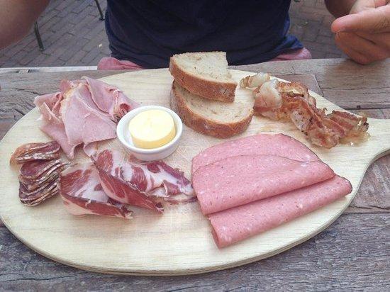 Hotel V Nesplein: Charcuterie breakfast
