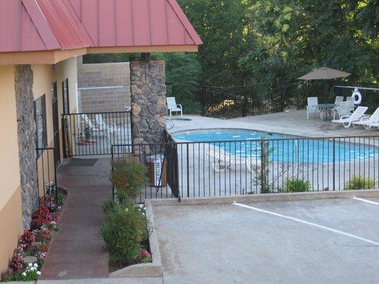 BEST WESTERN PLUS Yosemite Way Station Motel : Pool
