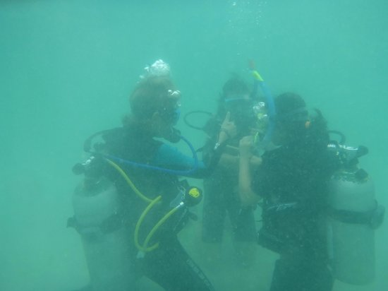 B&J Diving Centre: Mask clearing drill