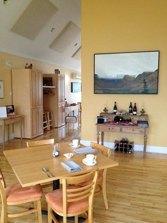Neddies Harbour Inn: dining room - Black Spruce restaurant with art work