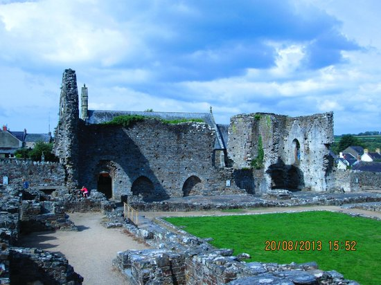 St. Dogmaels Abbey: The ruined abbey