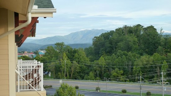 Clarion Inn Dollywood Area: View toward the park......
