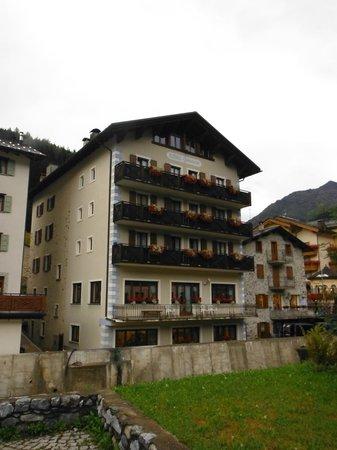 la facciata dell'hotel Compagnoni