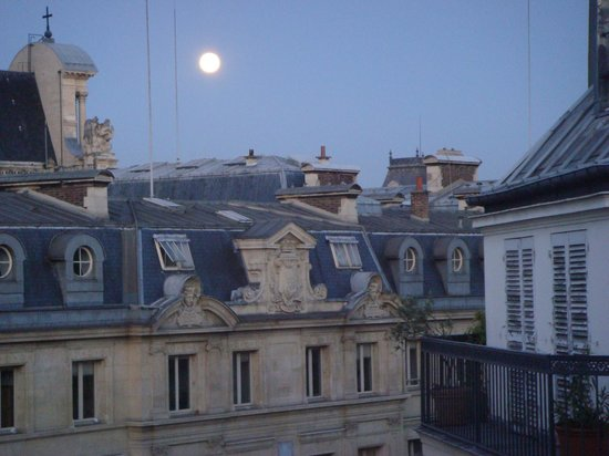Hotel Caron de Beaumarchais: View from our balcony - early morning after a full moon