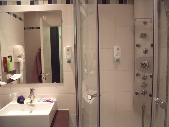 Hôtel Thalasstonic de Roscoff : la douche à multi-jets bien agrèable