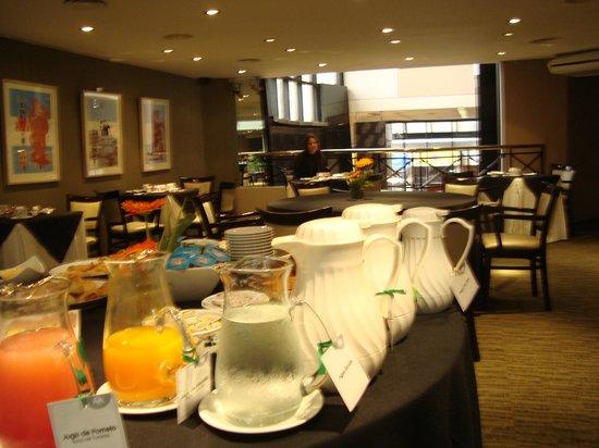 Aspen Suites Hotel: Café da manhã