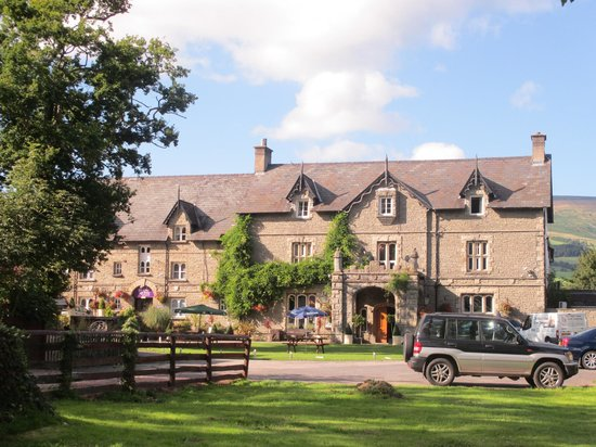 The Old Rectory Country Hotel and Golf Club: The front of the hotel