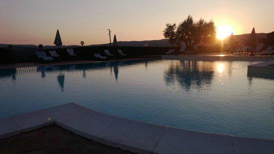 Hotel Bramante: Tramonto a bordo piscina