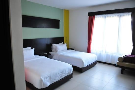 Ozz Hotel Kuta: room