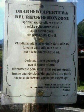 """Pozza di Fassa, Italie : """"Orario"""" del rif.Monzoni...1 altra incredibile """"pensata"""" del mitico Nello."""