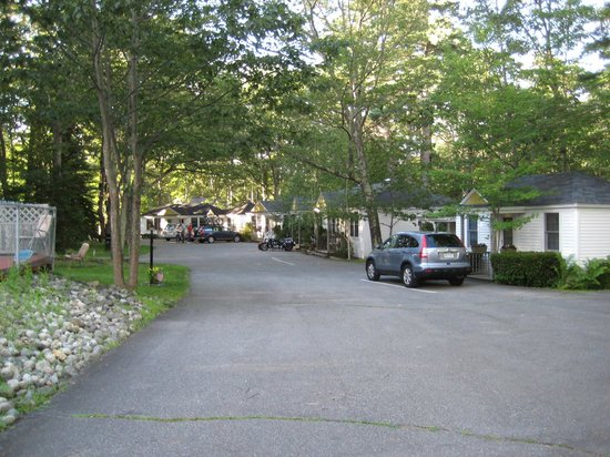 Hanscom's Motel & Cottages