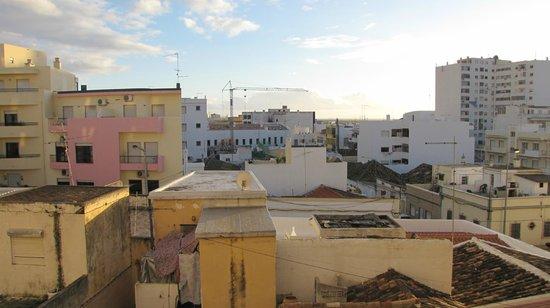 BEST WESTERN Hotel Dom Bernardo : Vista do apartamento.