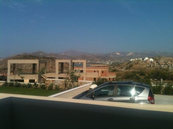 Kouros Art Hotel : view with building site!