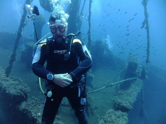 Skiathos Diving Center: Panos as Figurehead on Wreck