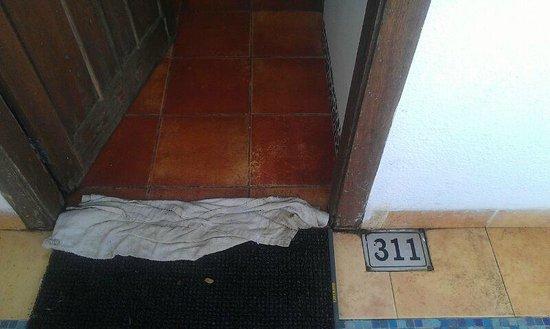 Treasure Island Resorts: Unwelcoming Room Entrance, Lock not working