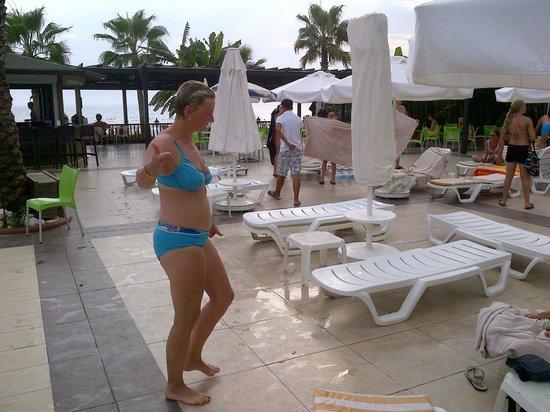 Sandy Beach: la piscine!!on ferme...vite il faut dégager!!!