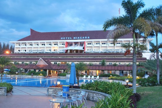 Toba Beach Hotel Reviews