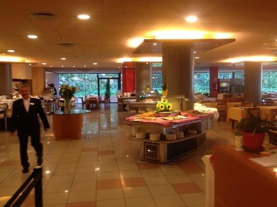 Aqua Hotel Montagut Suites: food