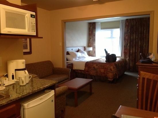 Quality Suites Drummondville : Notre chambre spacieuse.
