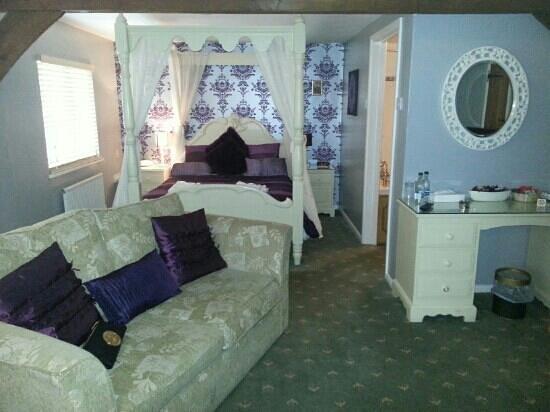 The White Horse Inn: our lovely room
